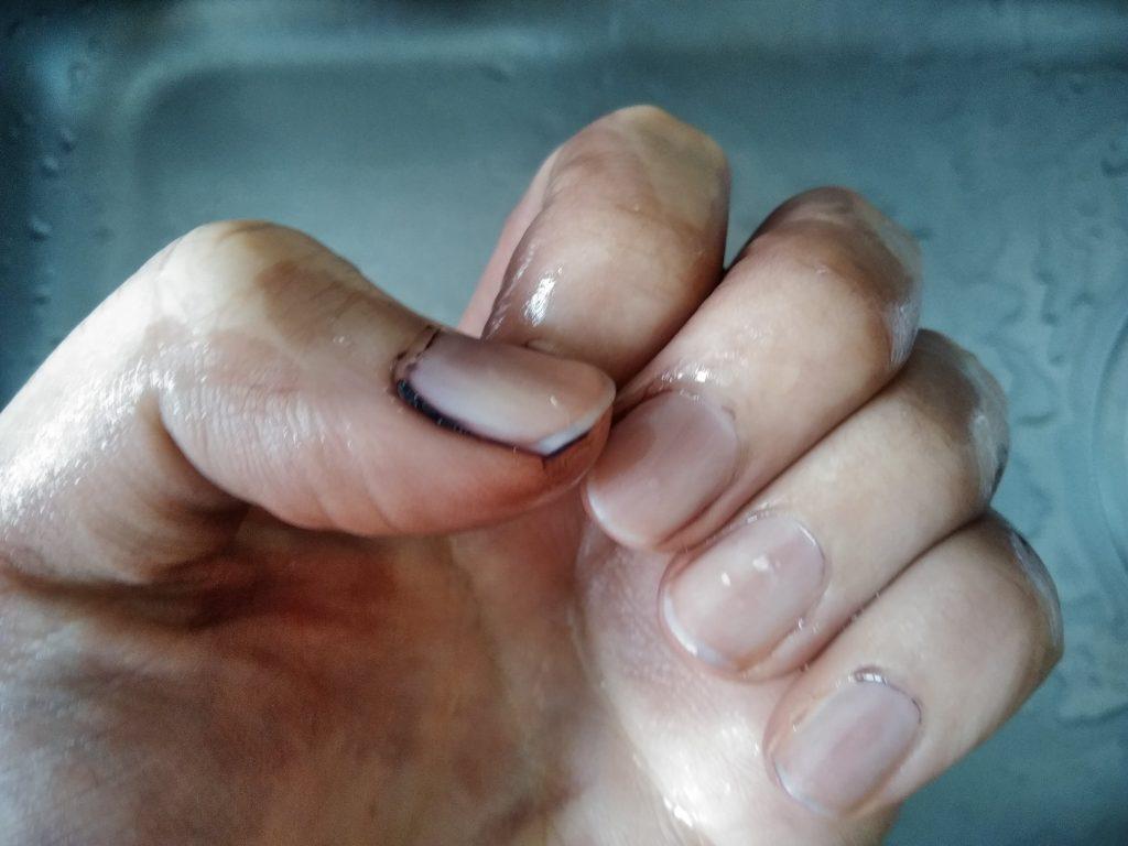 白髪染めトリートメントの実験後に手を洗った時の写真