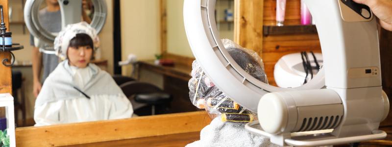 美容室でパーマやヘアカラーをする時に行う加温機器